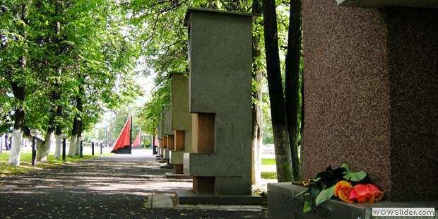 Эконом памятник Башня с профильной резкой Называевск памятники под заказ Кологрив